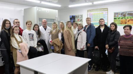 Співробітники КНДІСЕ відділу досліджень матеріалів, речовин та виробів провели екскурсію для студентів КНТЕУ